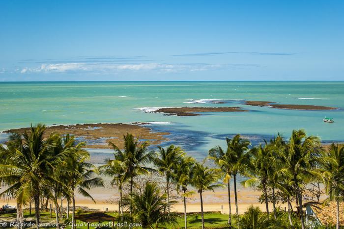 Conheça as 10 melhores praias do Brasil